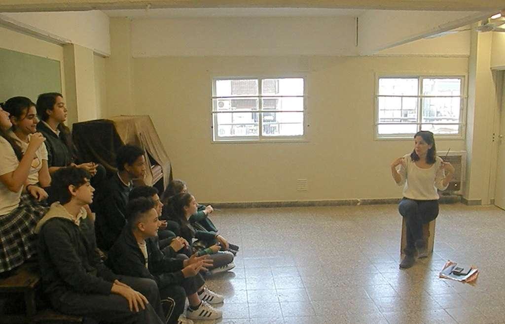 Alumnos de 1° y 4º año participaron de una clínica de canto