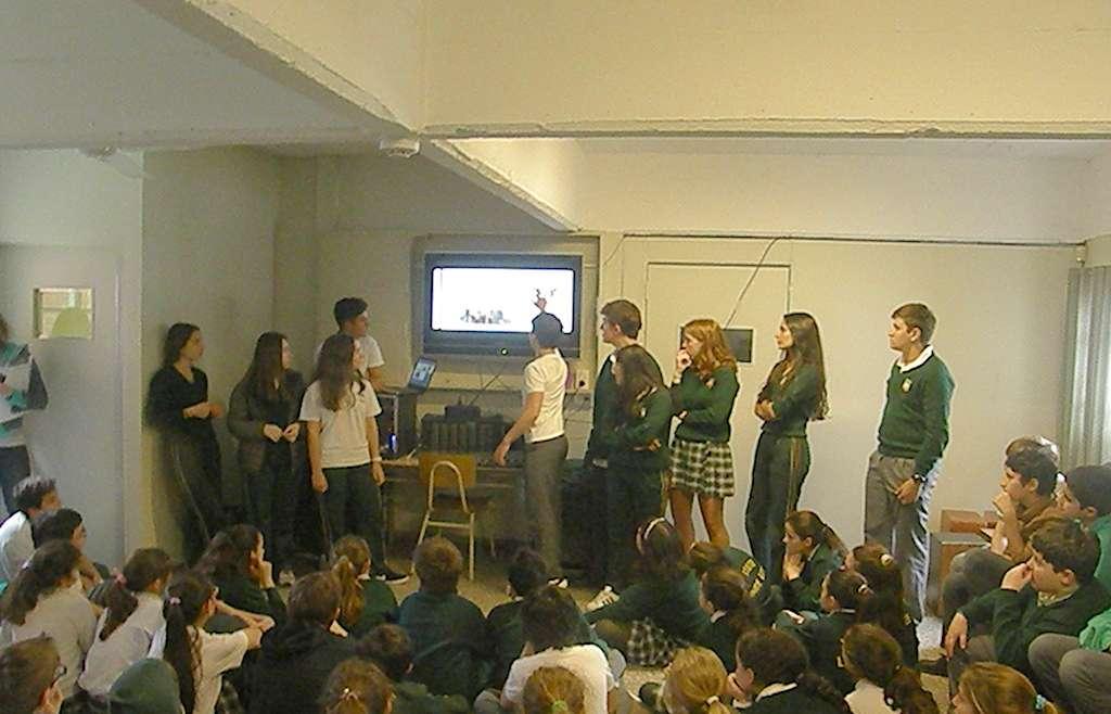 Los chicos que viajaron a Londres prepararon una presentación de su viaje