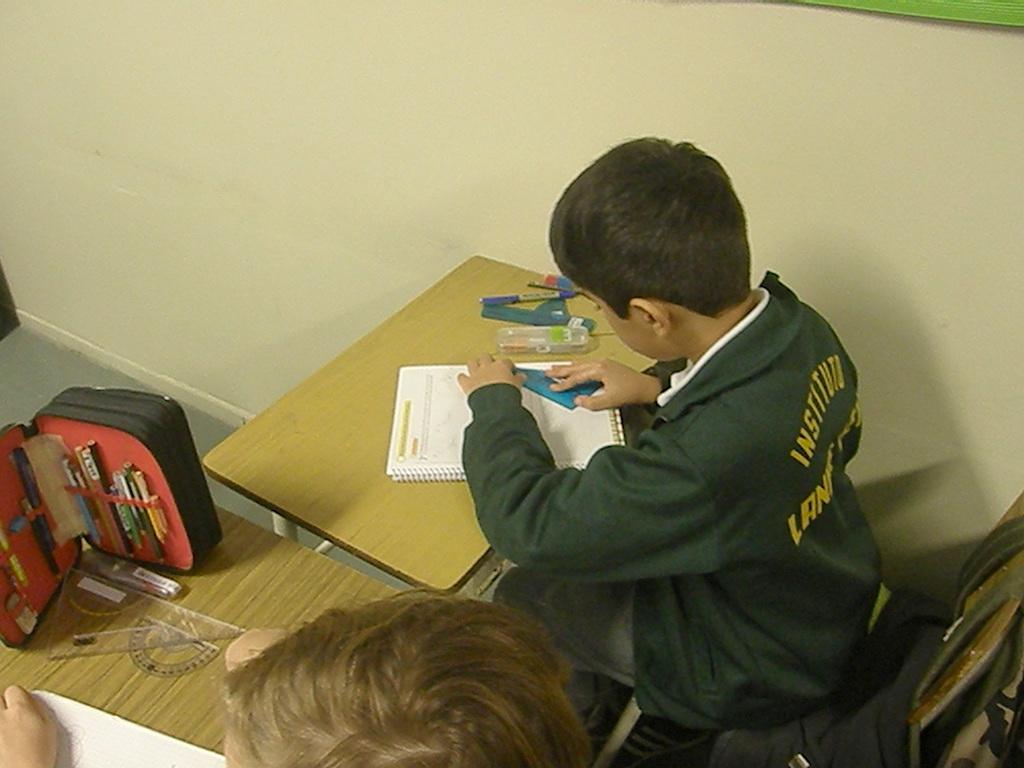 En 4º A construyeron diferentes triángulos usando sólo regla y compás