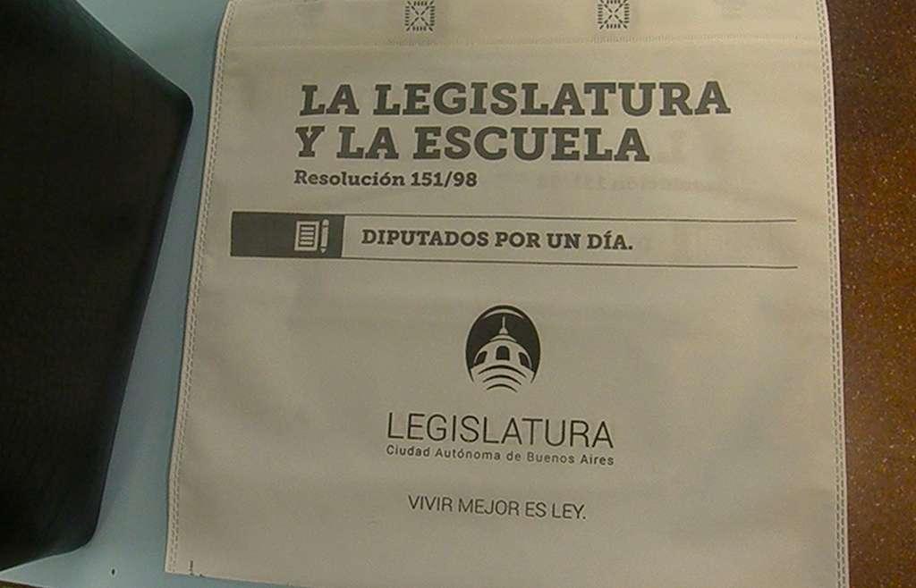 """Los alumnos de 3º año participaron de la presentación del programa """"La Legislatura y la Escuela"""""""