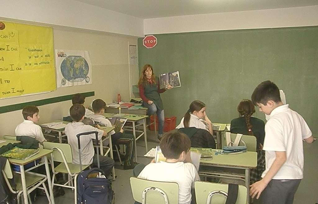 En 5º A aprendieron a expresar en inglés obligación y la ausencia de la misma en diferentes circunstancias