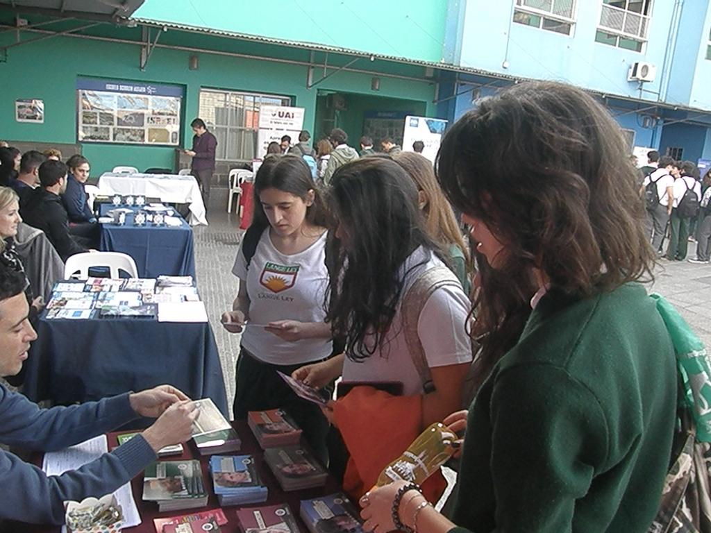 Alumnos de 3º y 4º año asistieron a la expo Universidad