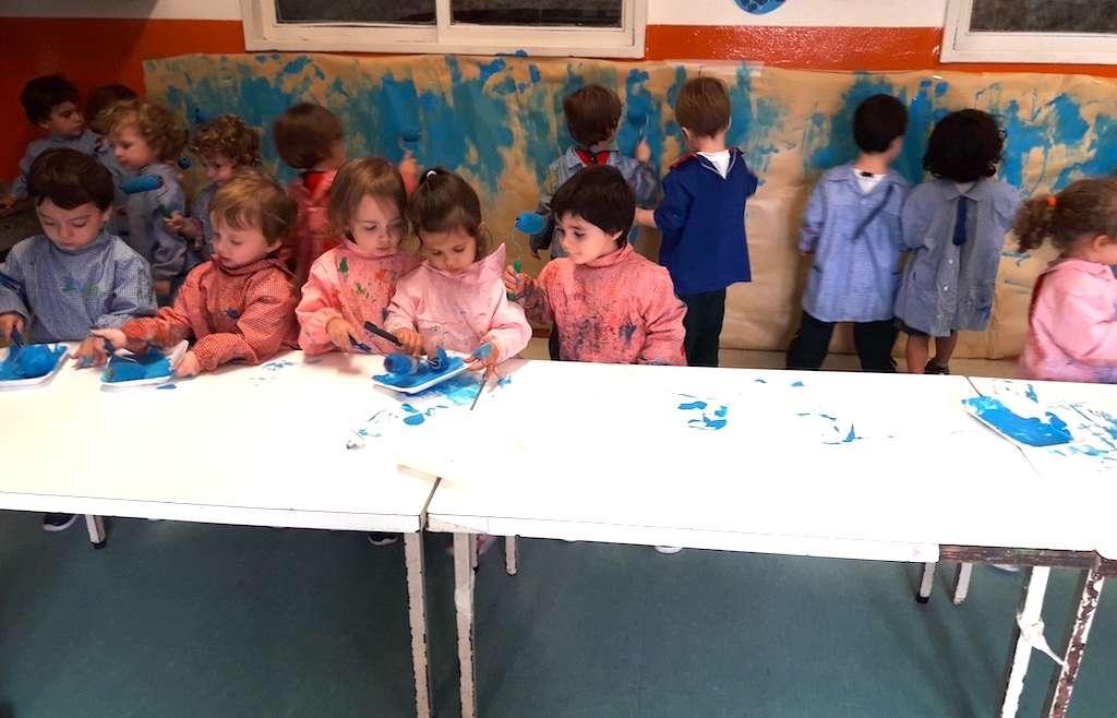 Los Bunnies comenzaron a pintar un mural