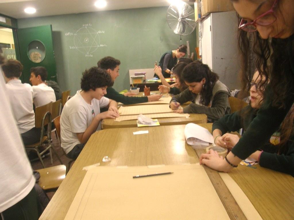 En 2° año prepararon los bocetos que luego reproducirán con mosaico veneciano