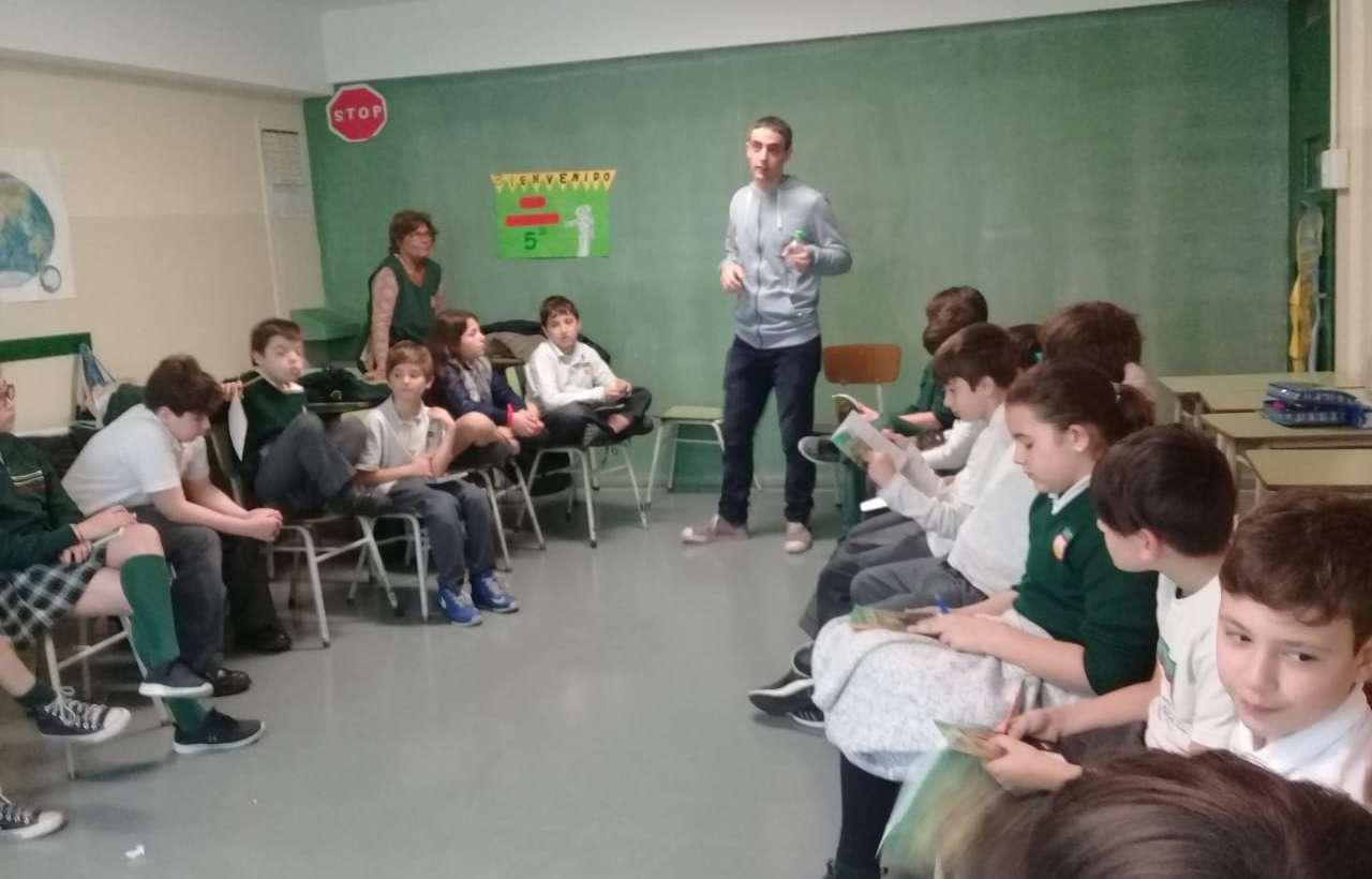 Los chicos de 5° grado recibieron la visita de Bruno Bazerque