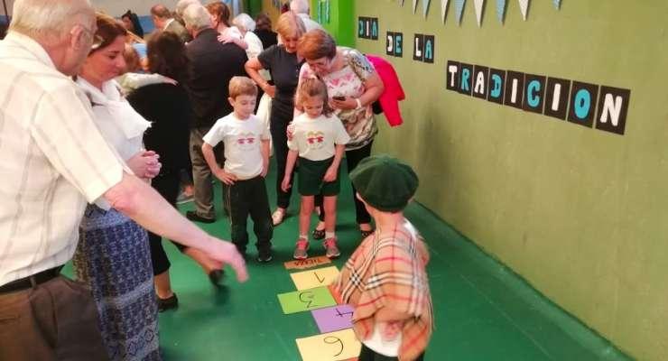 Kínder 5 festejó el Día de la Tradición con  la visita de sus abuelos y familias