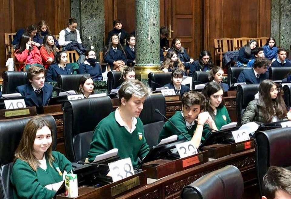 La Legislatura y la Escuela